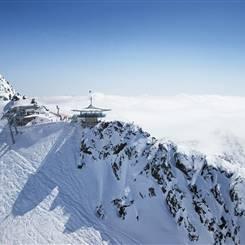 Luftaufnahme Top Mountain Star bei strahlendem Sonnenschein